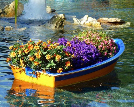 b991a4e929a20fc1939940d05bd19f54--floating-boat-floating-garden.jpg