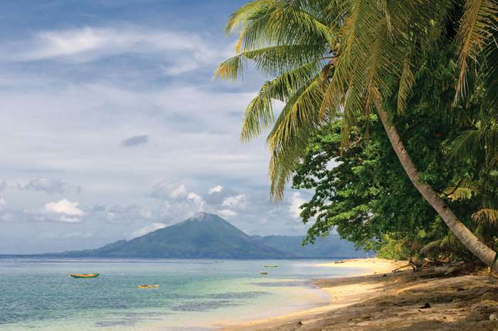 Coastline-Banda-Islands-Sea-Pacific-Ocean.jpg