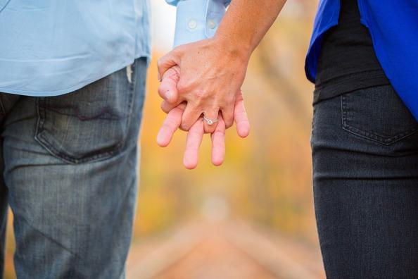 holding-hands-2180640_960_720.jpg