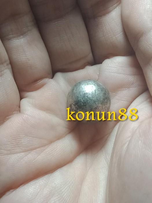 KhxAw9.jpg
