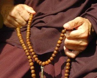 Luos-108-_Red-_Wood-_Beads-_Tibetan-_Buddhist-_Prayer-.jpg