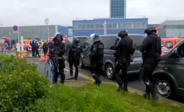 Man-shot-dead-at-Paris-Orly-airport-after-taking-soldiers-gun.png