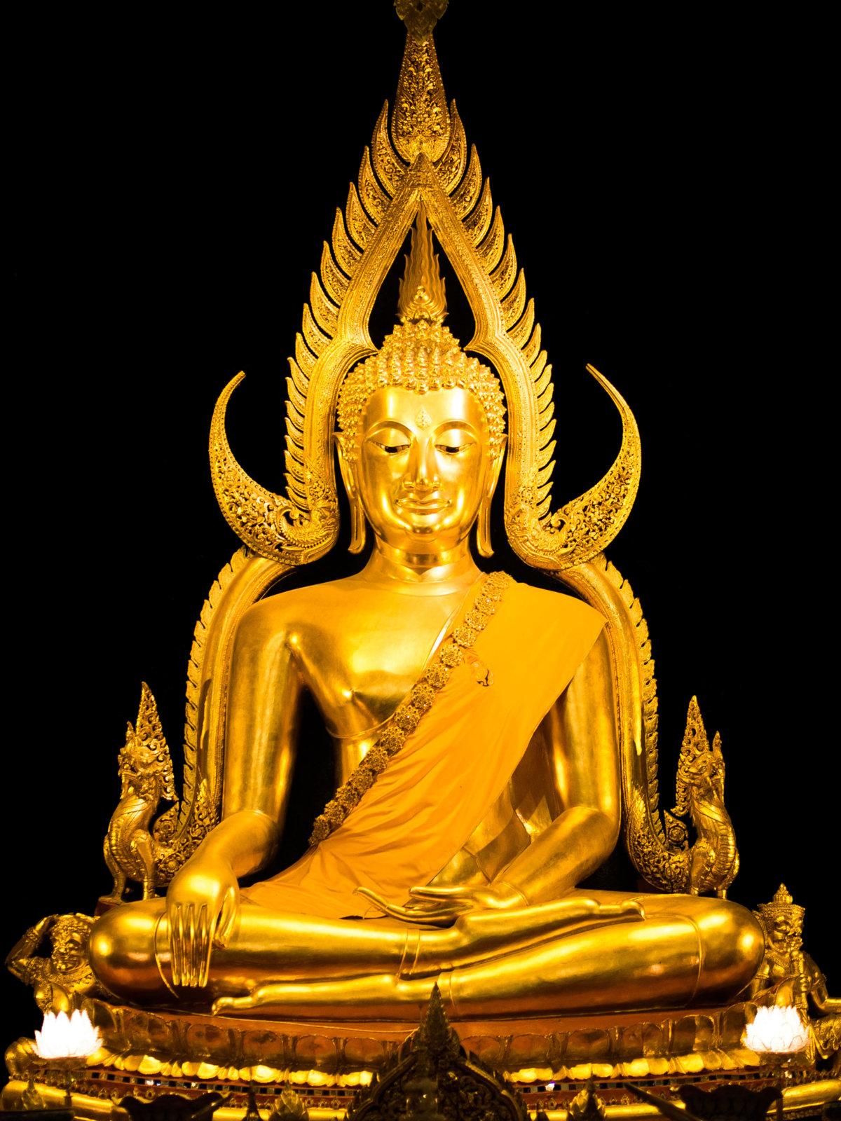 Master_Phra_Buddha_Chinnarat.jpg