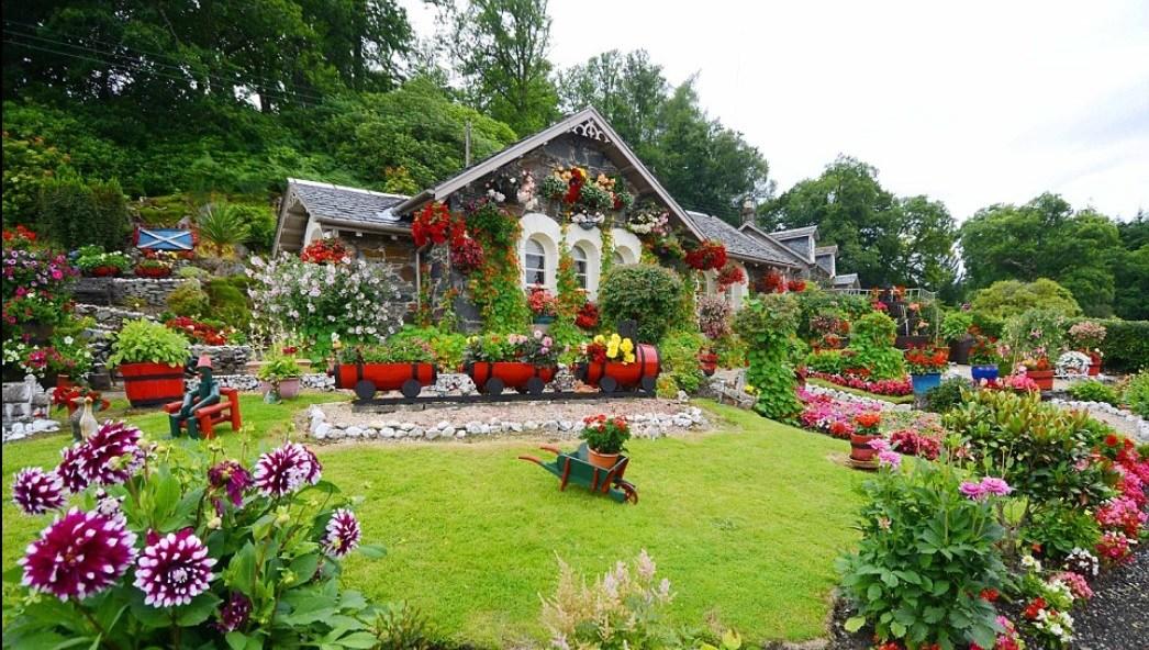 Natural-and-Beautiful-Garden-Ideas.jpg