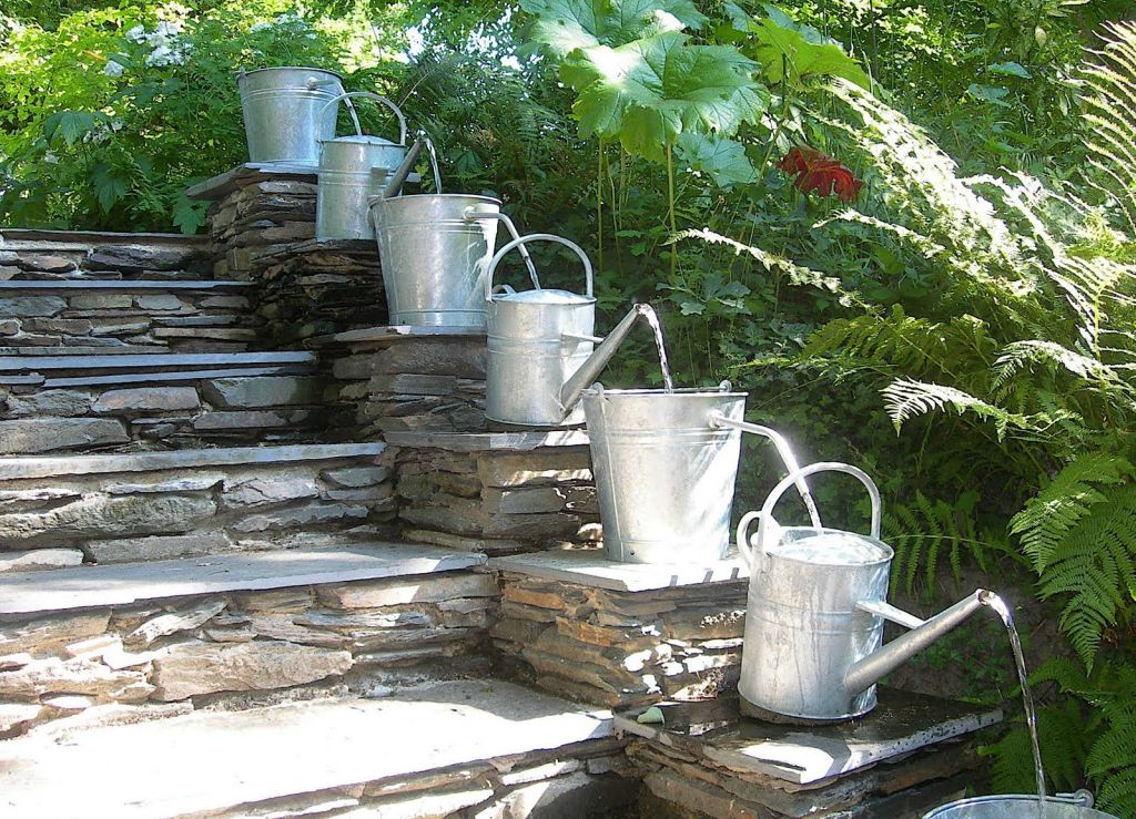 Outdoor-Backyard-Fountain-Ideas.jpg