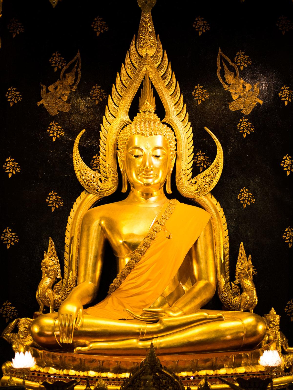 Phra_Buddha_Chinnarat.jpg